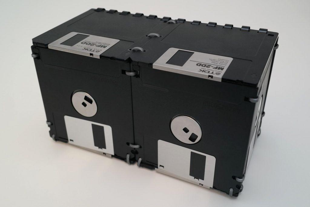 3 ½ Zoll Aufbewahrung-Box aus Disketten, Ansicht von vorne