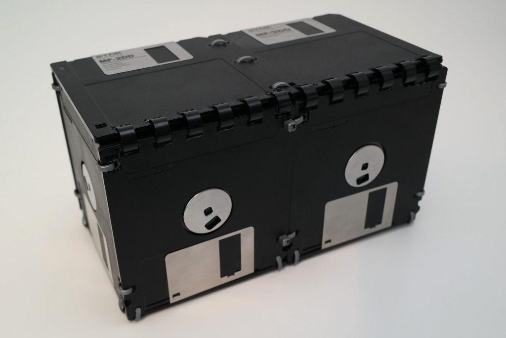 Doppelte 3 ½ Zoll Box mit Deckel, Schwarz/Silber, geschlossen