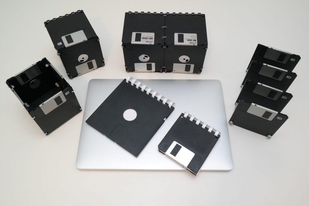 Box, Stifthalter, große Box, Briefsammler, und Ringbücher aus Disketten