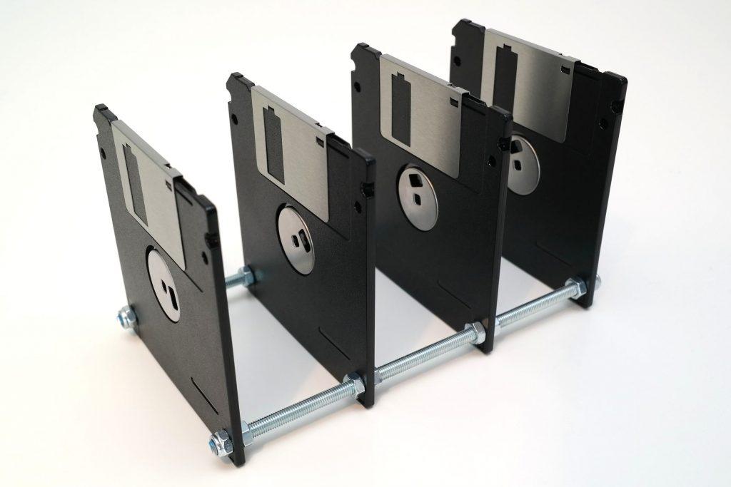 Briefsortierer aus 4 Disketten (Schwarz/Silber)