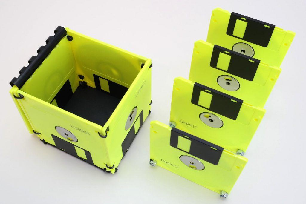 Briefsortierer und Floppy-Box in Gelb, geöffnet