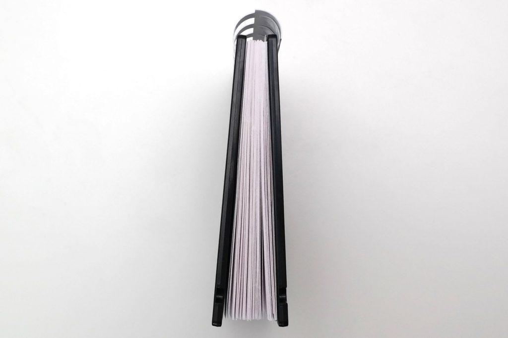 Disketten-Notizblock, Seitenansicht mit Ringbindung und Einlegeblättern