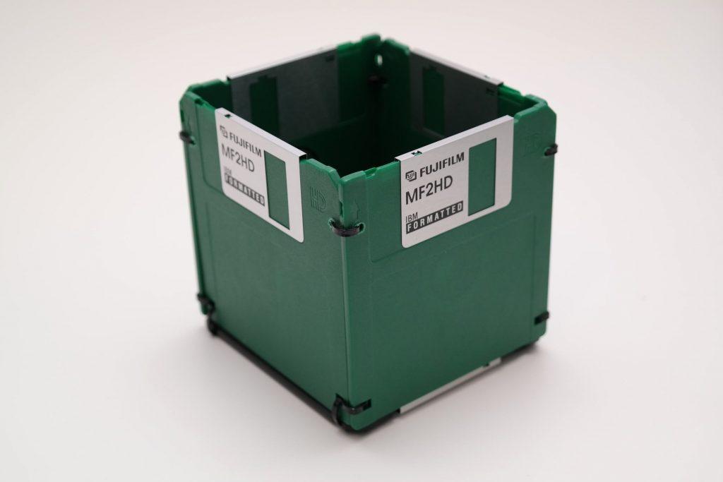 Disketten-Stifthalter in Grün und Schwarz