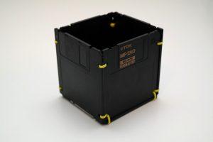 Disketten-Stifthalter in Schwarz und Gelb