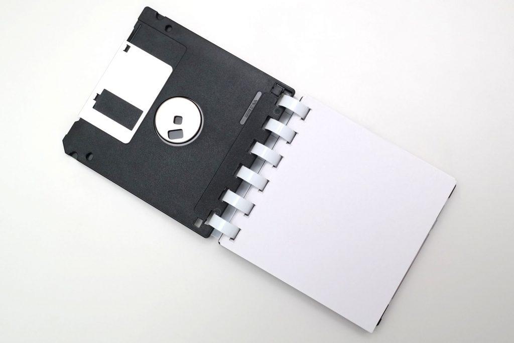 Floppy-Disk-Block, Ansicht von oben, Deckblatt aufgeklappt