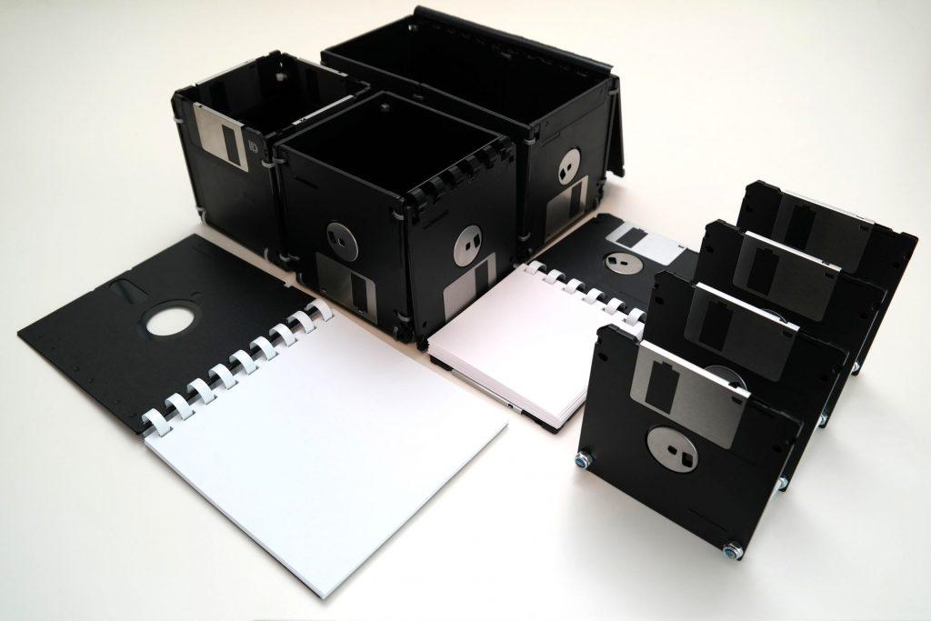 Floppy-Disks Schreibtischset (aufgeklappt/geöffnet)