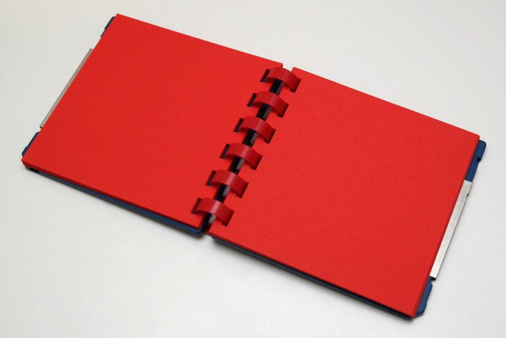 Innenansicht des Disketten-Block mit Kunststoff-Ringbindung