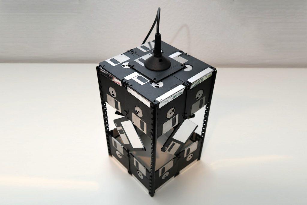 Kunststoffbindung als tragendes Element der Diskettenlampe