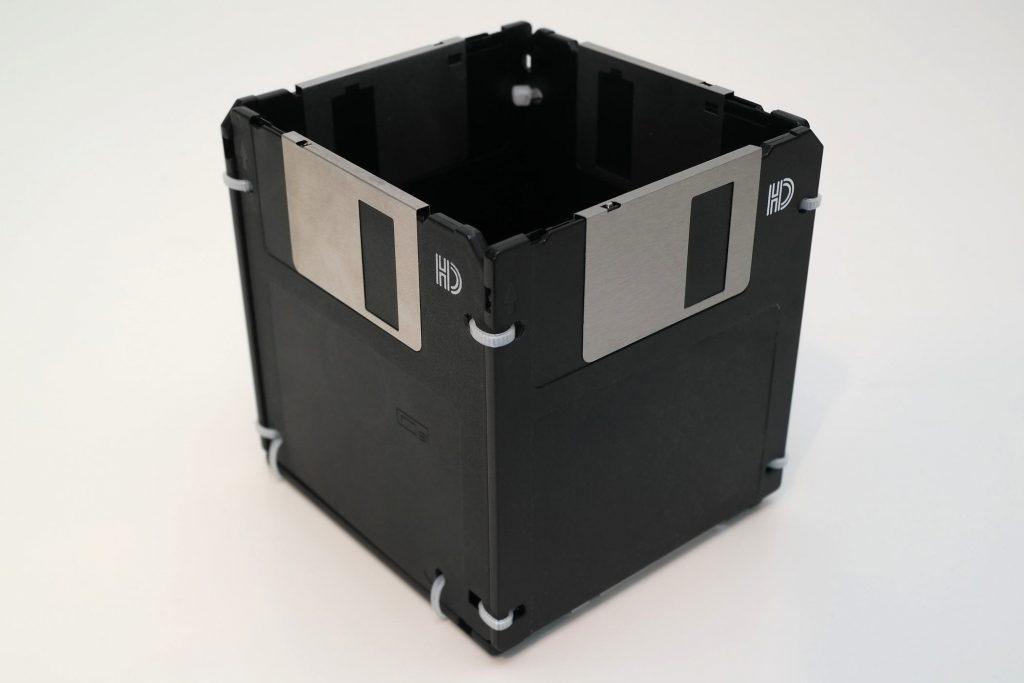 Stiftaufbewahrung für den Schreibtisch aus Disketten