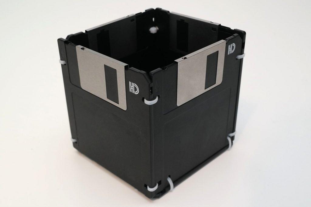 Stiftsammler aus No-Name Disketten, schwarz